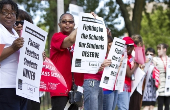 CTU teachers on strike. Note their signs raising working class wide demands calling for unity between teachers, parents, and students.